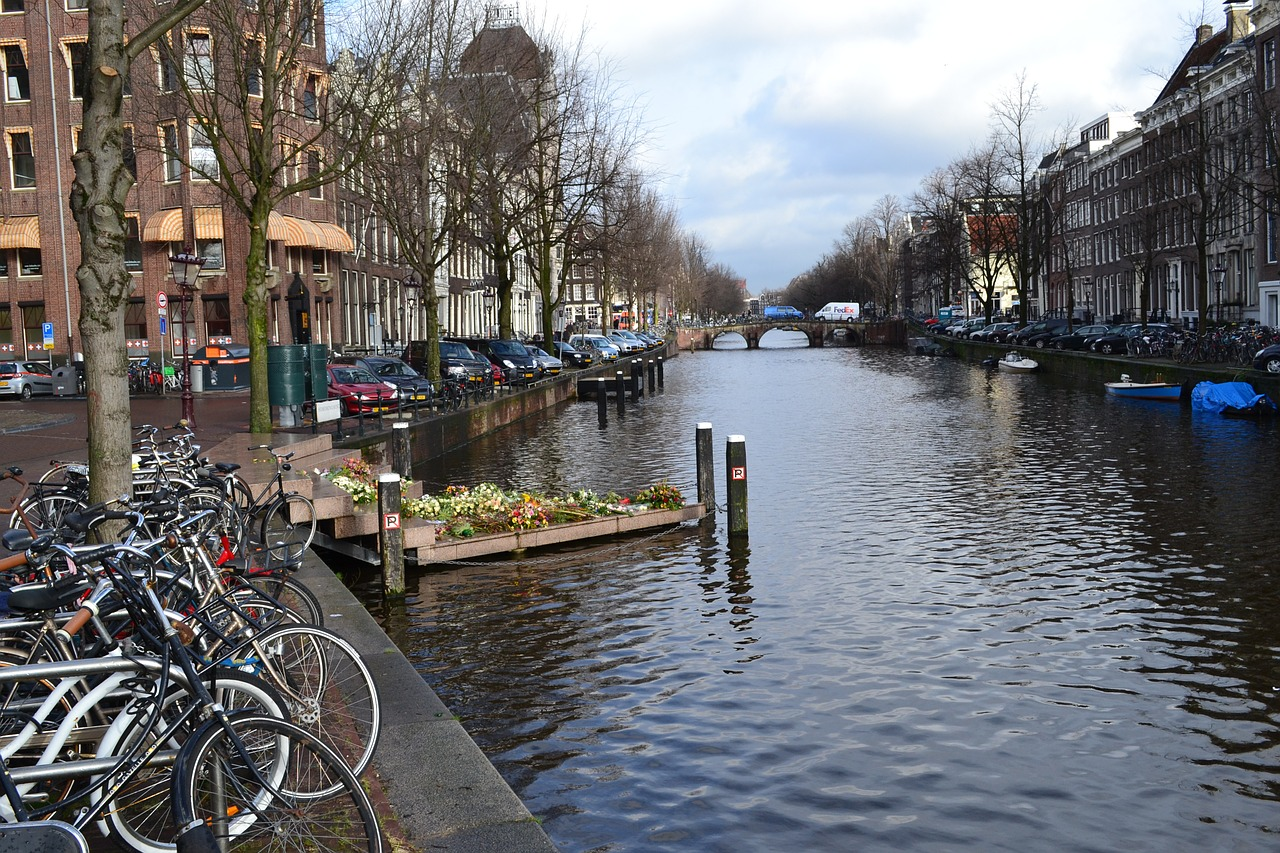 amsterdam-710421_1280