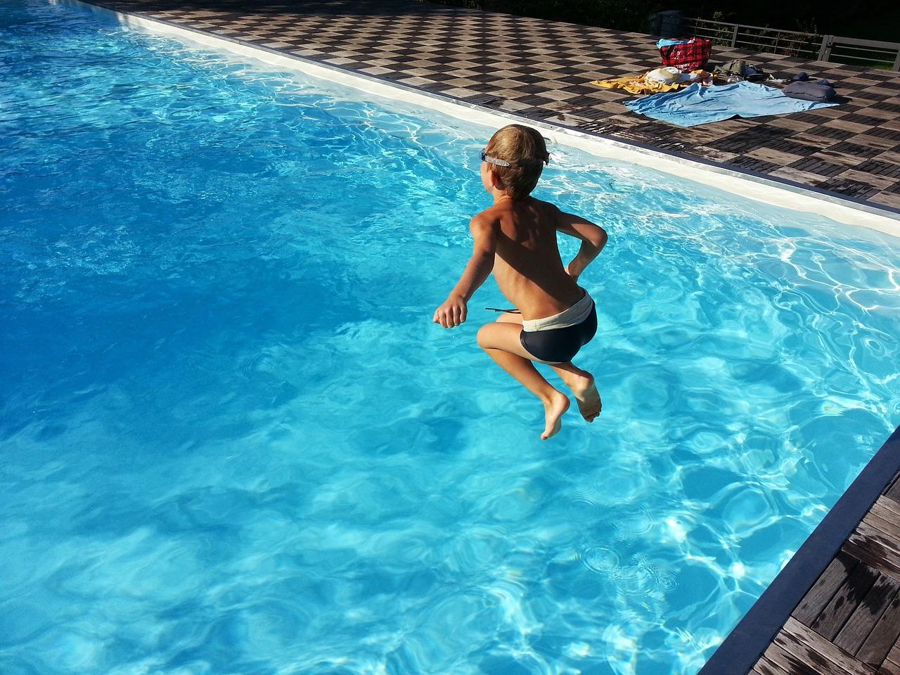 swimming pool-1227098_1280