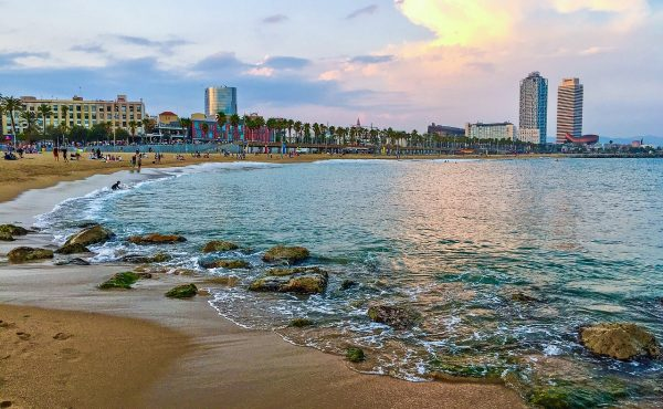 barcelona-2390520_1280